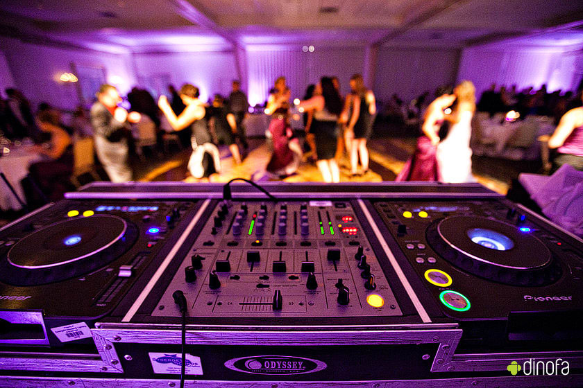 7 Steps for Choosing a Wedding DJ