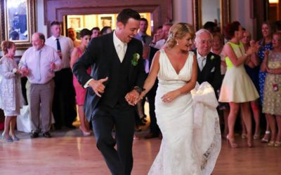 Booking Your Wedding Entertainment: 6 Top Tips To Help You Get It Right